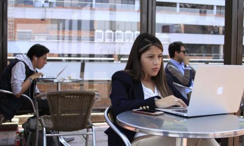 terraza E estudiantes 8538