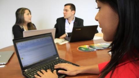 La Universidad utiliza las TIC para apoyar la búsqueda de empleo de sus egresados