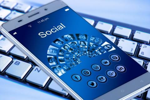 La comunicación y las redes sociales en los procesos de enseñanza-aprendizaje