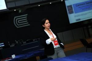 Carmen Sarabia, profesora de la Universidad de Cantabria. Imagen tomada de: https://ucontinental.edu.pe/noticias/la-capacidad-de-comunicar-es-lo-que-diferencia-a-un-buen-docente/