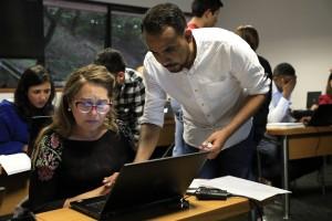 Los asistentes a estos microtalleres contaron con el acompañamiento del equipo del Centro de Educación Virtual. Imagen cortesía de la Oficina de Comunicaciones.
