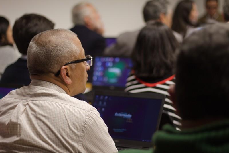 En la imagen: docentes externadistas asisten al microtaller de GoAnimate, herramienta 'online' para la producción de videos animados, recursos valiosos en sus procesos de enseñanza. Archivo particular.