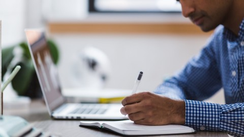 Encuentre  y gestione fácilmente la información que requiere para su tesis